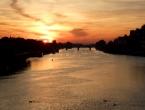 Sonnenuntergang über dem Neckar in Heidelberg.